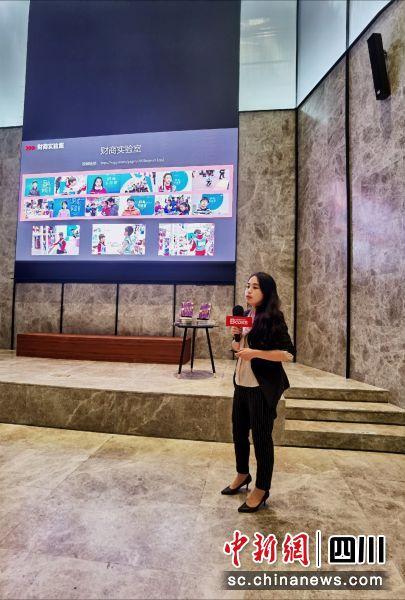 国内知名财商教育专家李雯娟带来《财商宝宝》演讲。