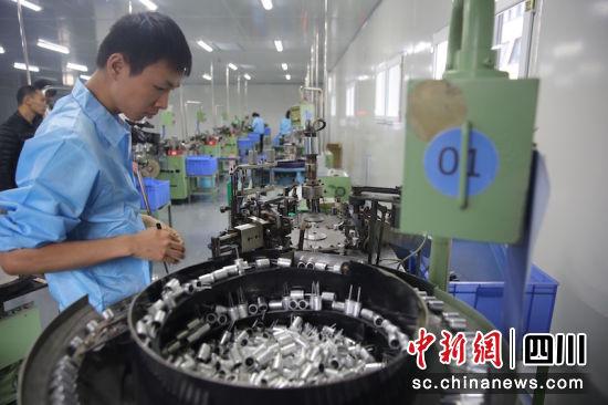江南科技产业园一片繁忙景象。