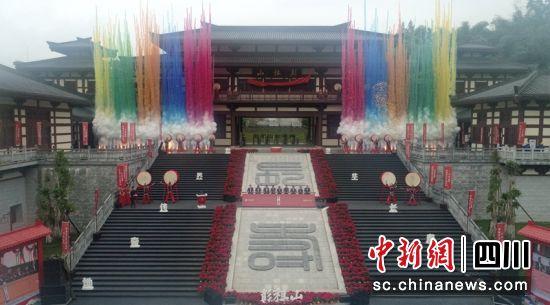 """彭祖山""""三月三""""朝山会启动现场。记者刘忠俊摄"""