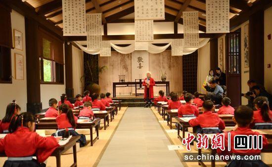 彭祖书院讲学现场。记者刘忠俊摄