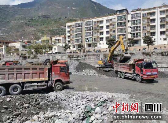 河道疏浚施工现场。