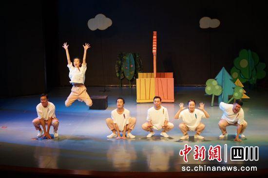 儿童剧目《老虎拔牙》。(第十届中国儿童戏剧节成都分会场活动组委会供图)