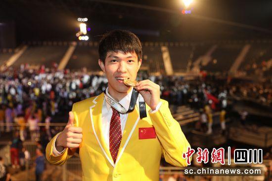 中国十九冶员工宁显海在第44届世界技能大赛上获得焊接项目冠军。