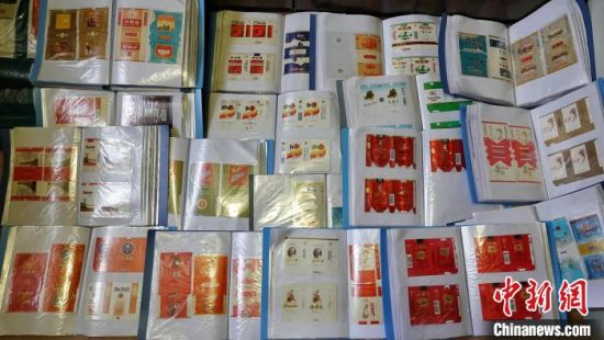 四川古蔺藏家34年收集6万余枚烟标记录社会发展