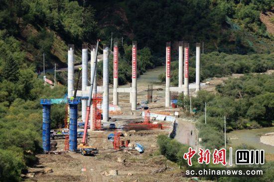 久马高速建设现场。刘航供图