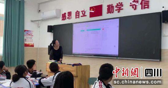 杨洪梅老师使用腾讯教育相关功能评讲试卷。