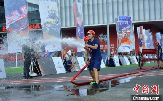 四川成都:400余名消防员赛场开展竞技